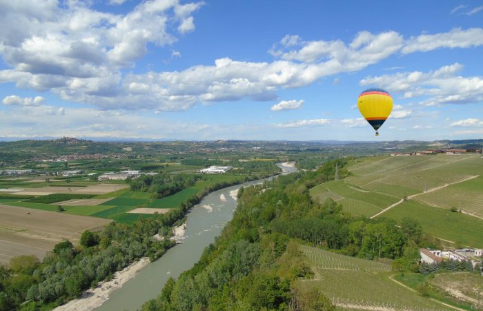 Hot air balloon tour in langhe